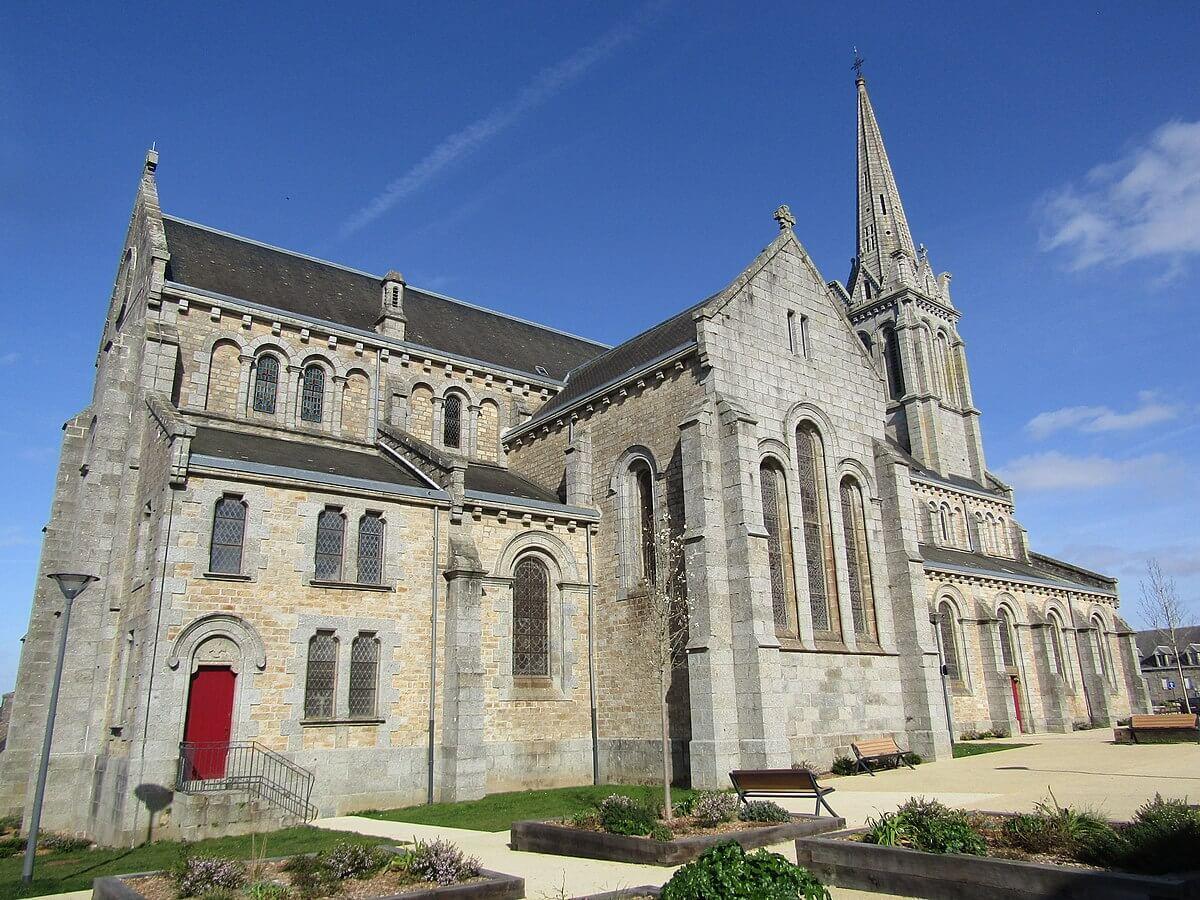 Église du Saint-Nom-de-Marie à Bégard