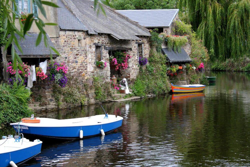 statue au bord de la rivière à Pontrieux